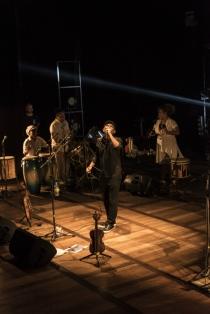Maciel Salú no Teatro de Santa Isabel. Foto: Fred Jordão